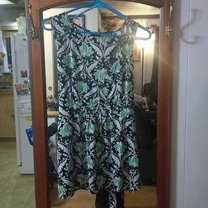 5/25 Julie 's closet patterned sleeveless blouse
